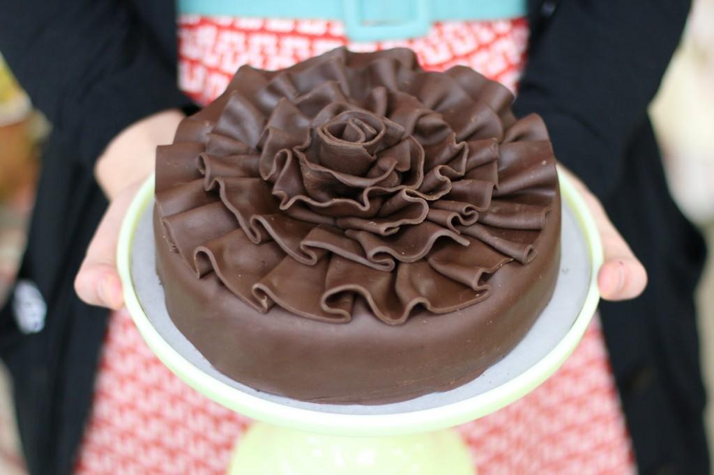 modeling-cake-2