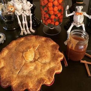 @briannareynolds70 Salted Caramel Apple Pie