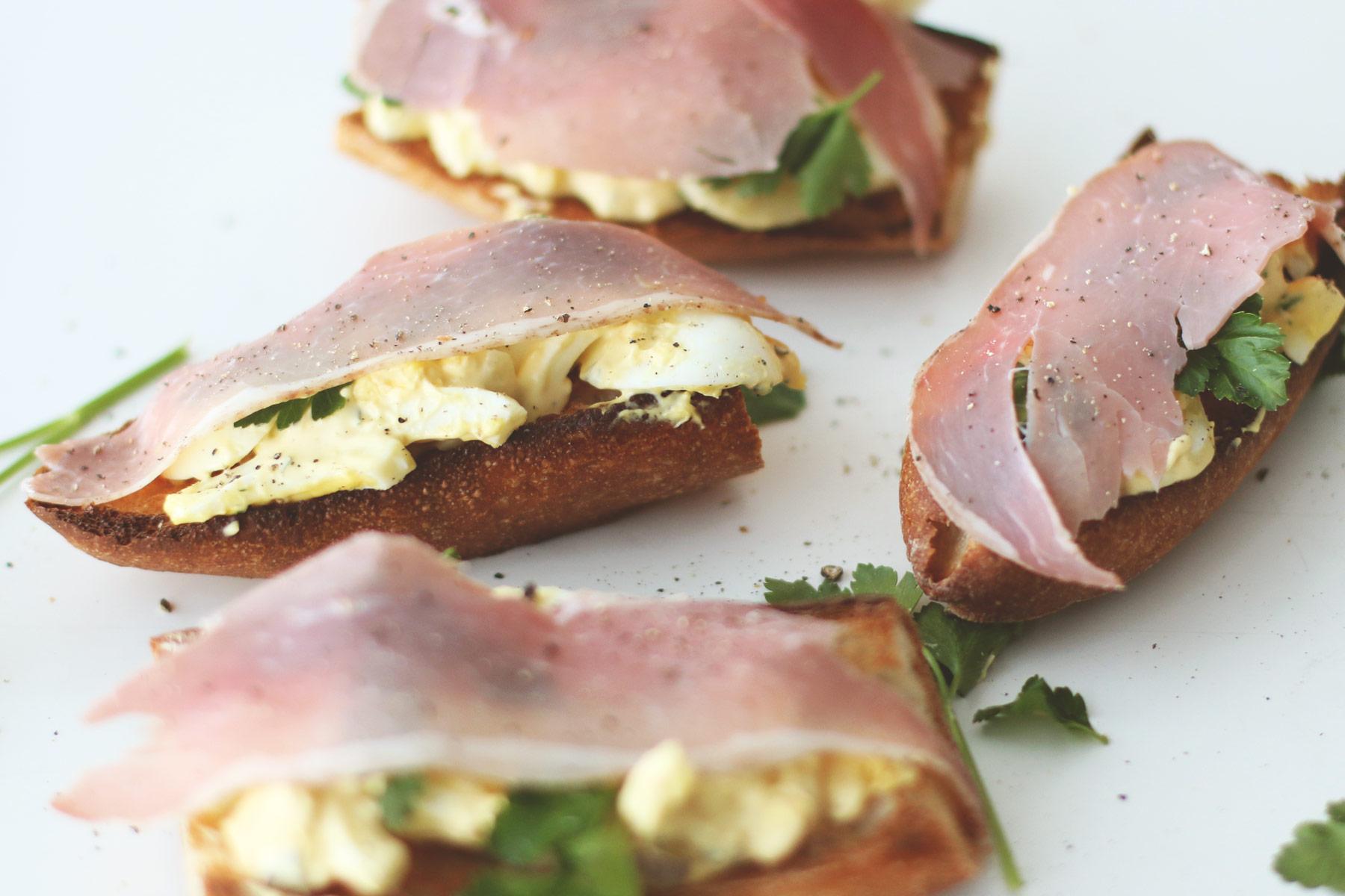 Egg-Salad-Crostini----